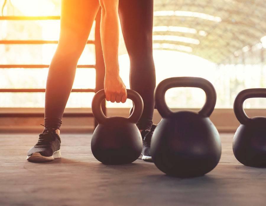 Гиря: особенности, польза от занятий, видео с гирей, подборка упражнений + готовый план
