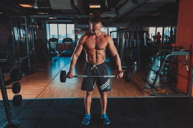 Шраги со штангой! лучшее упражнение для развития вашей шеи (трапеции)
