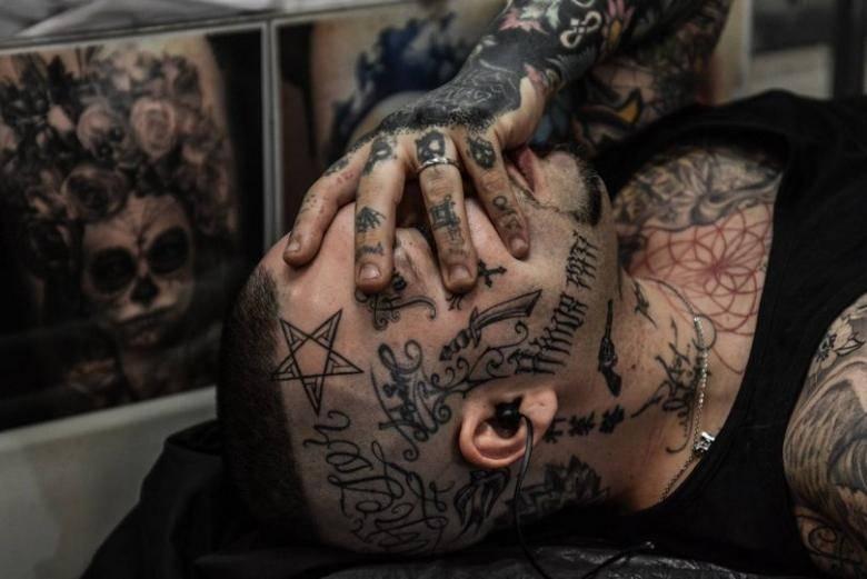 Зачем делают татуировки люди