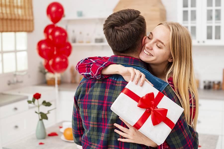 Какие слова надо говорить, когда даришь подарок мужчине или женщине? слова при вручении подарка мужчине или женщине в стихах и прозе