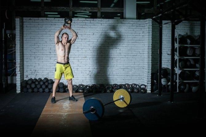 Кроссфит в тренажерном зале и дома новичкам: программа тренировок, преимущества и недостатки. картинки + схемы правильного выполнения