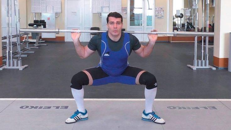 Приседания сумо со штангой: техника выполнения, какие мышцы работают