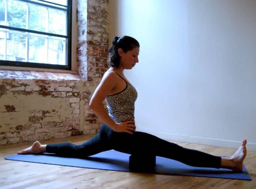 Как научиться садиться на шпагат в дома + топ-5 упражнений