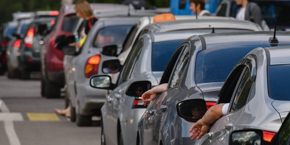 Почему бедные покупают себе дорогие машины