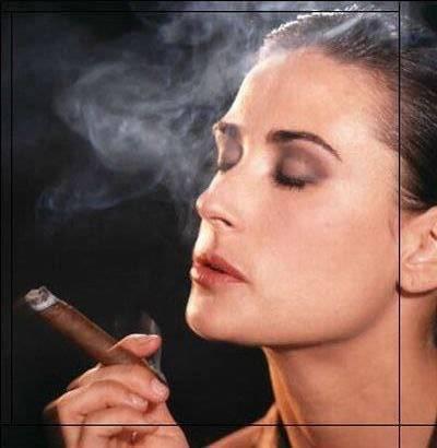 Курящая девушка -это  красиво?