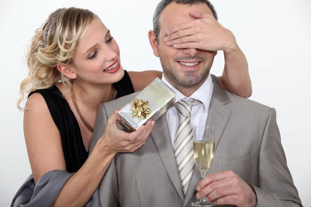 Что подарить девушке на первом свидании: гид для тех, кто не хочет облажаться