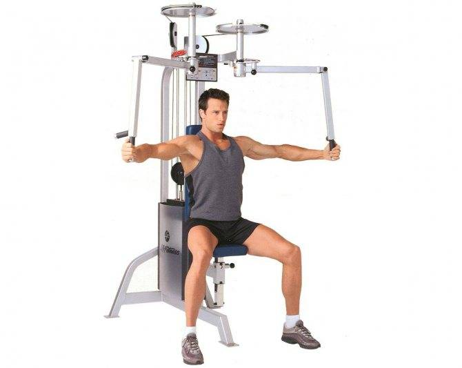 Упражнение бабочка на тренажере для грудных мышц