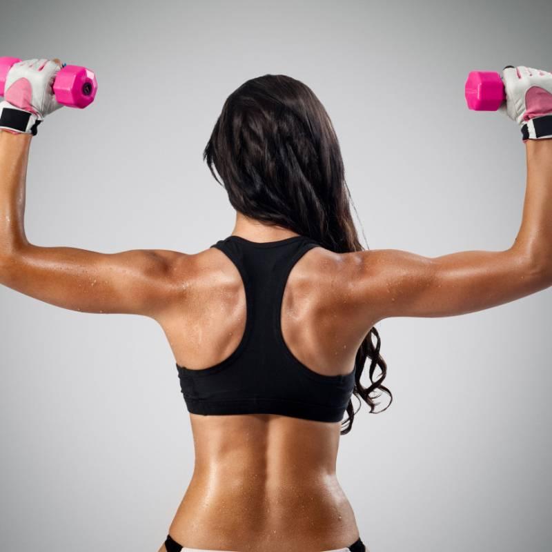 Как накачать грудные мышцы в домашних условиях девушке?