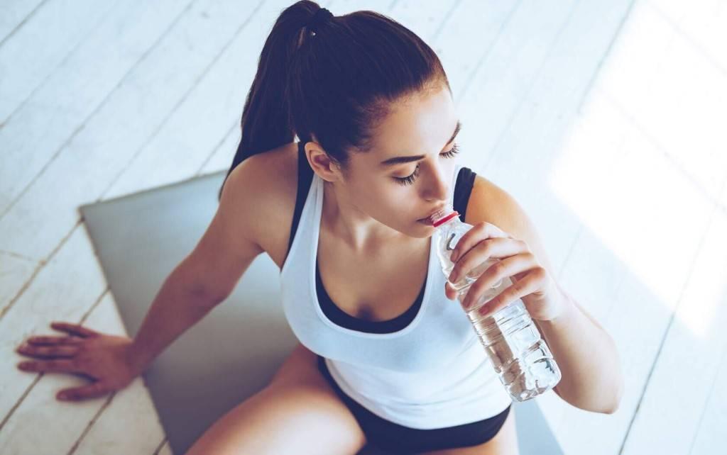 Можно ли пить воду во время тренировки, до и после