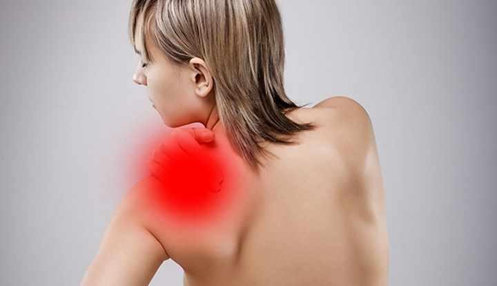Болит шея и спина между лопатками