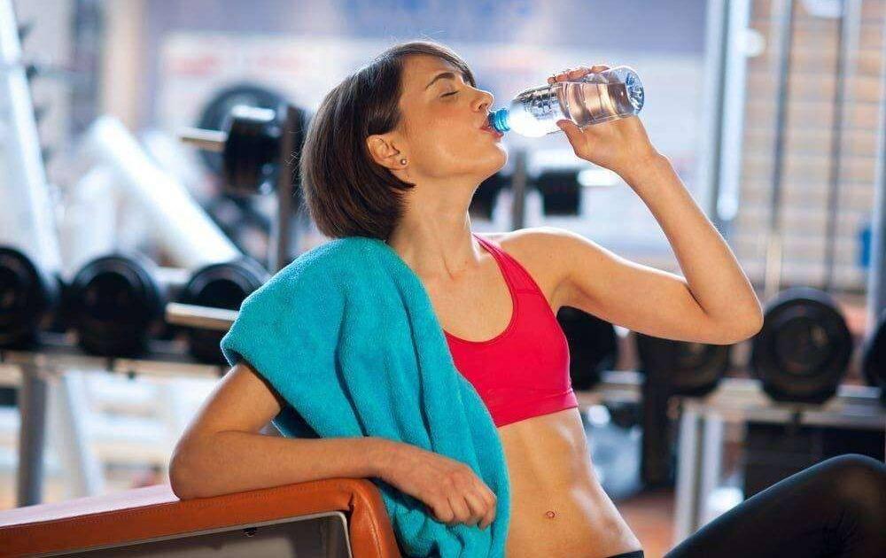 Пить воду во время тренировки можно или нужно?вся правда о воде — фитнесомания для каждого!
