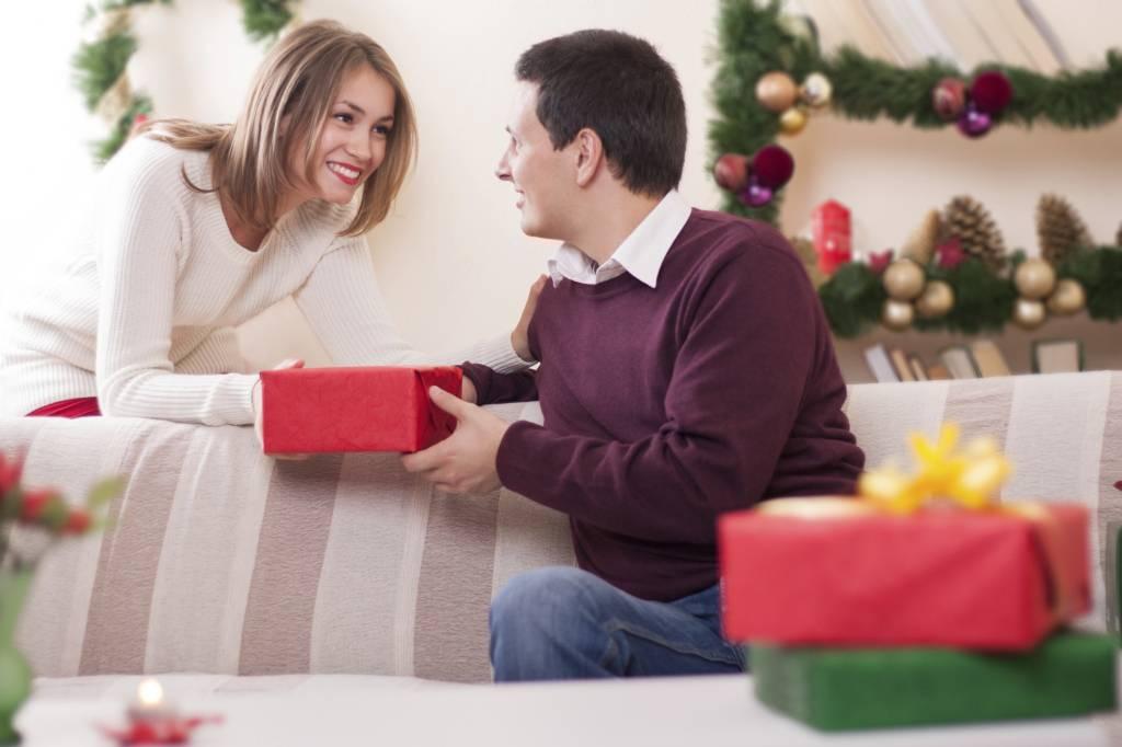 Мнение психолога: что означают подарки от мужчин