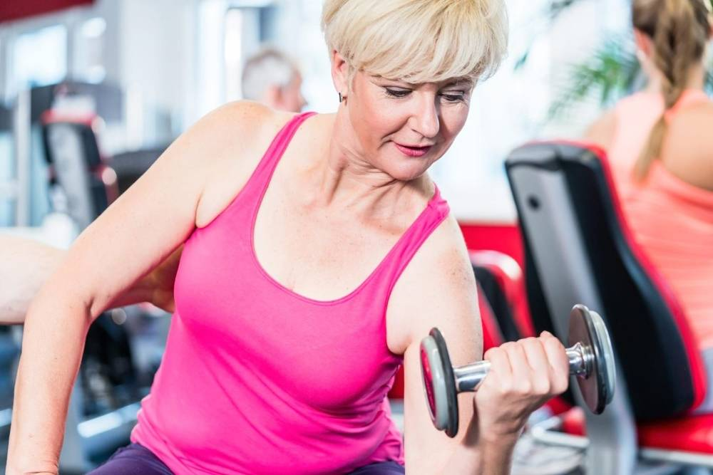 Лучшие программы тренировок в тренажерном зале для девушек на 3 дня или 5 занятий в неделю для женщин с железом и на тренажерах