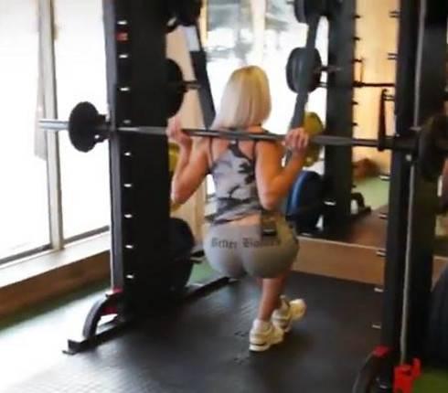 Присед в смите: видео и фото упражнения