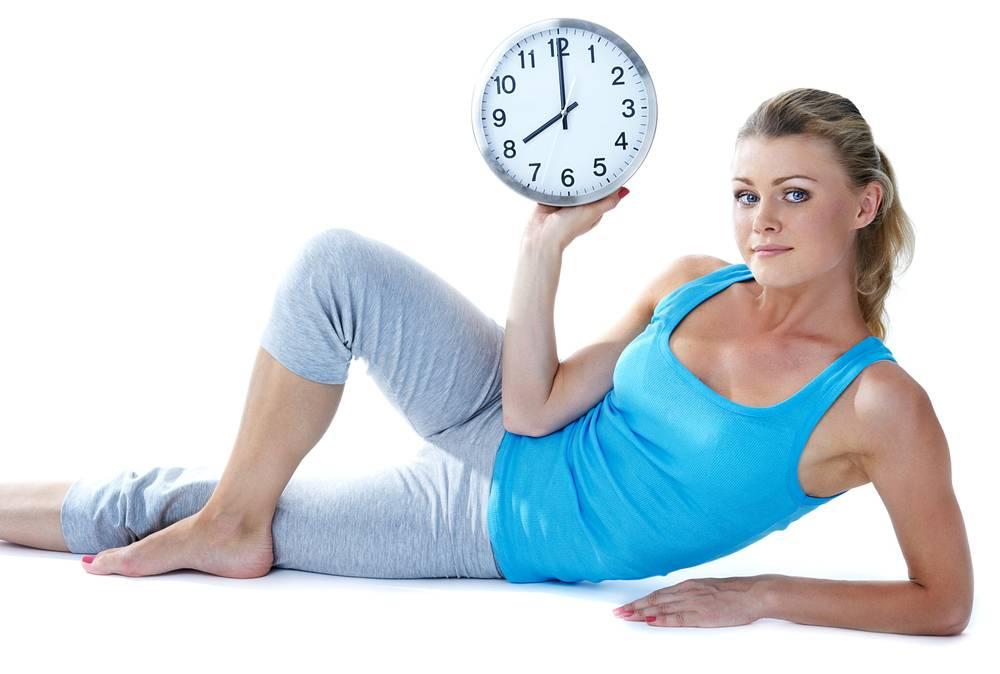 В какое время лучше тренироваться? спорт утром —плюсы и минусы