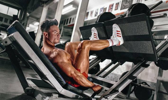 Лучшие упражнения на мышцы ног, бедер и ягодиц — тренировка в зале