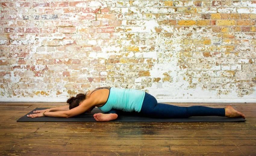 Базовая и обязательная для изучения поза всадника – ашва санчаласана в йоге