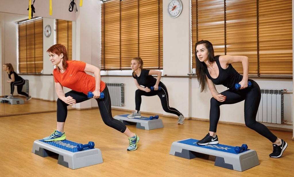 Степ-аэробика для похудения: эффективность, базовые шаги, комплекс упражнений
