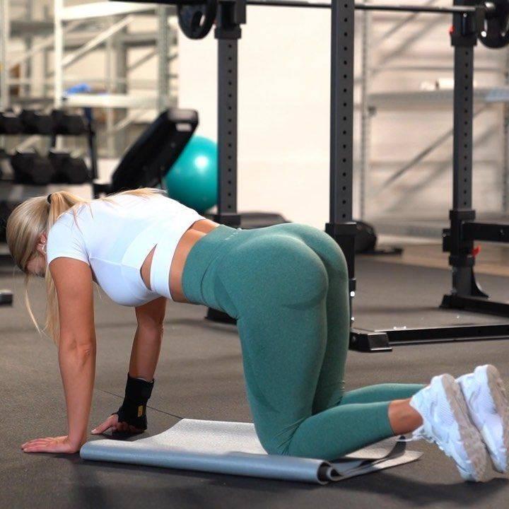 Упражнения для ног и ягодиц: как накачать попу и бедра в домашних условиях и зале