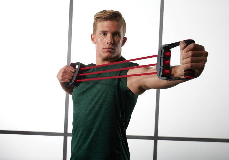 Упражнения с эспандером для мужчин в домашних условиях