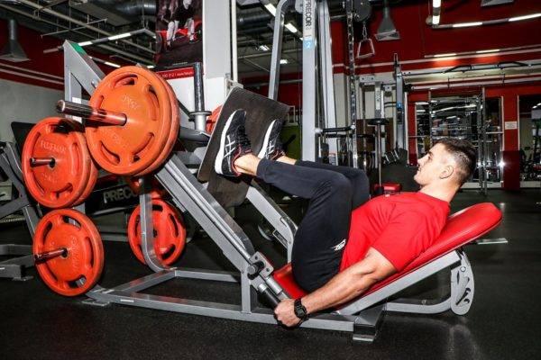 Жим ногами в тренажере / техника выполнения упражнения