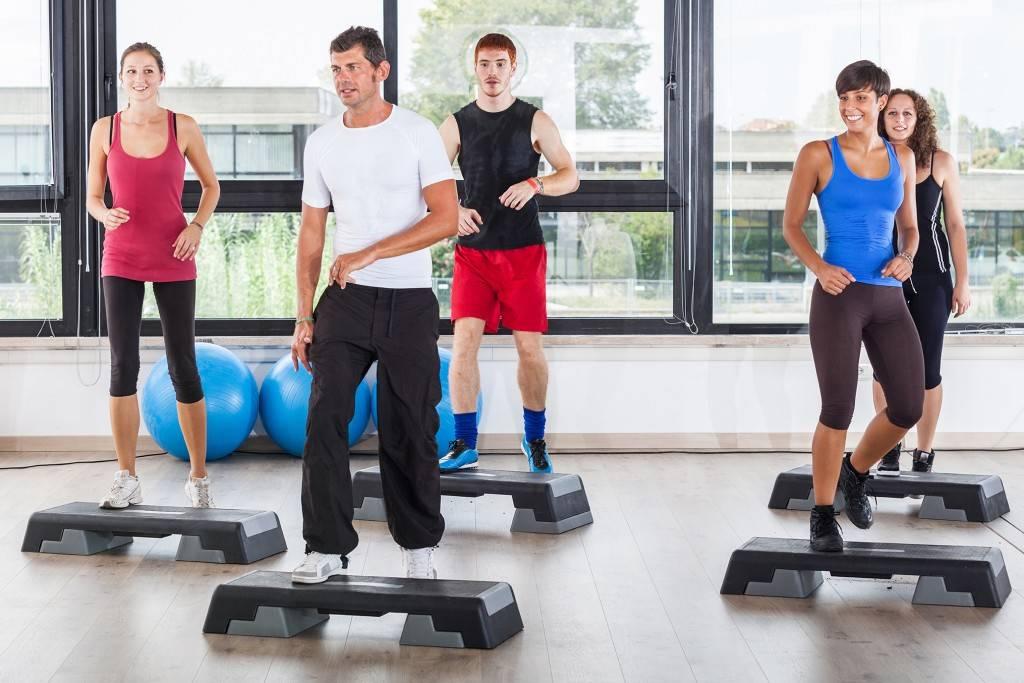 15 лучших упражнений со степ-платформой для похудения – как правильно заниматься дома? - держим форму - медиаплатформа миртесен