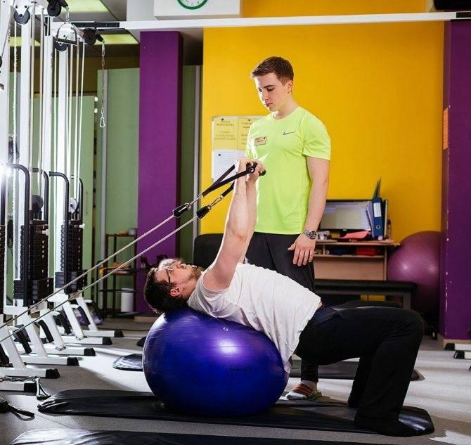 6 самых бесполезных упражнений в тренажёрном зале