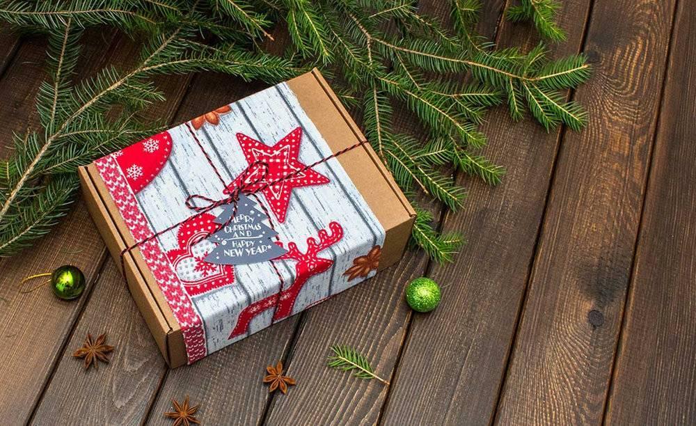 Что можно подарить родителям на новый год 2020: топ 20 лучших идей новогодних практичных, сладких и оригинальных подарков для мамы и папы | qulady