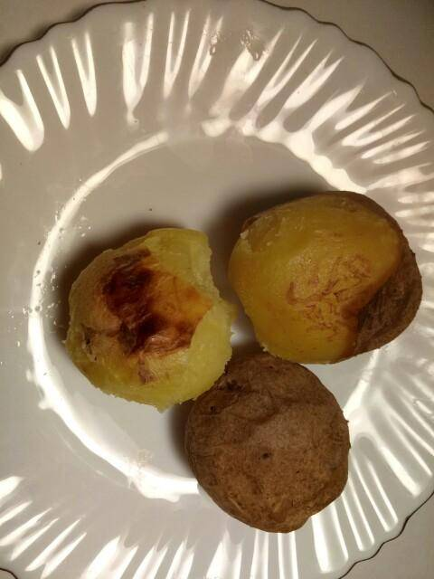 Сколько калорий в картошке: варенной, жареной, фри и картофеле в мундире?