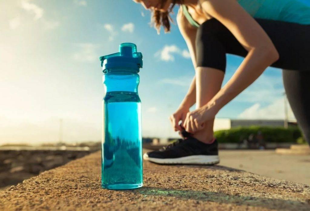 Вода во время тренировки или занятий спортом: польза или вред