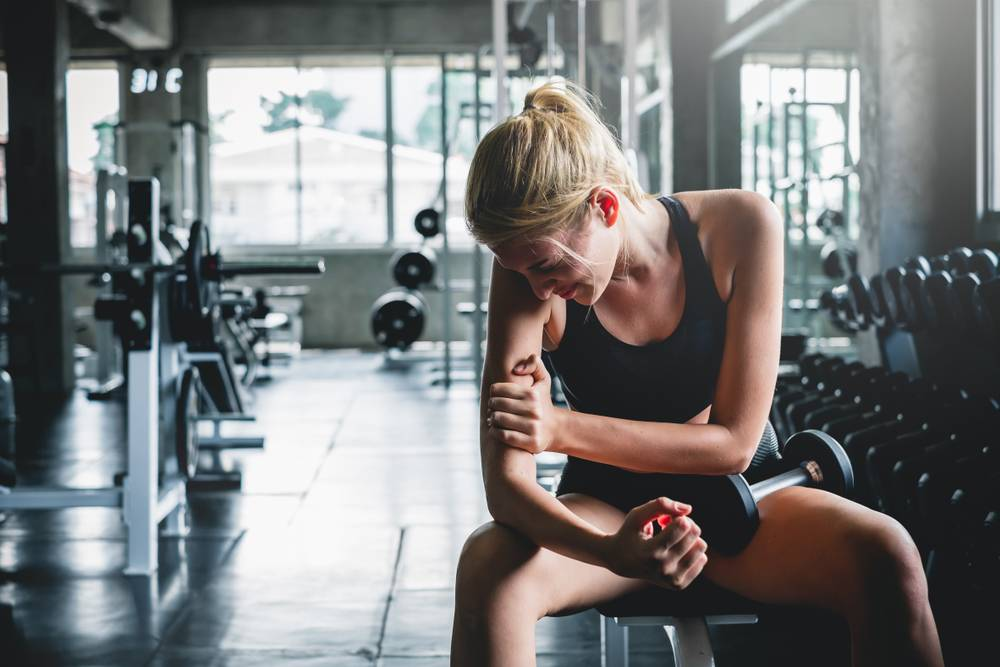 Почему болят мышцы после тренировки и что делать, можно ли тренироваться