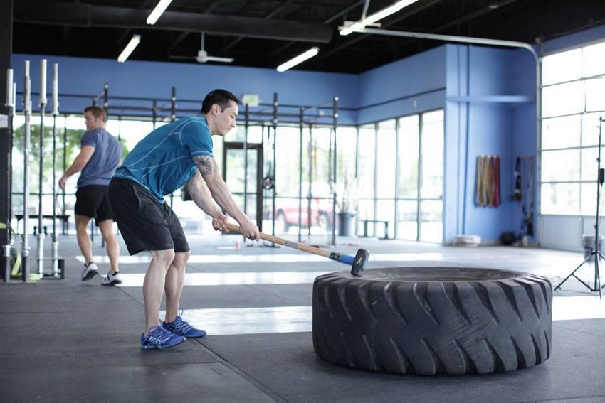 """Тренировка с кувалдой от атлетик-клуба """"reflex""""! пора действовать!: fitnesburg – фитнес-портал екатеринбурга"""