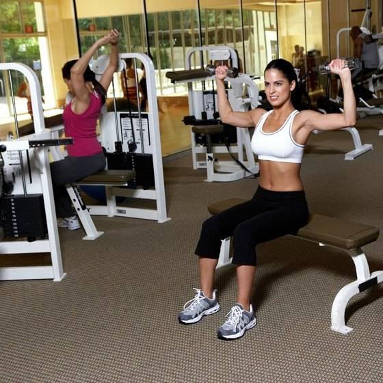 Как быстро похудеть в спортзале женщине: тренировки для снижения веса - tony.ru