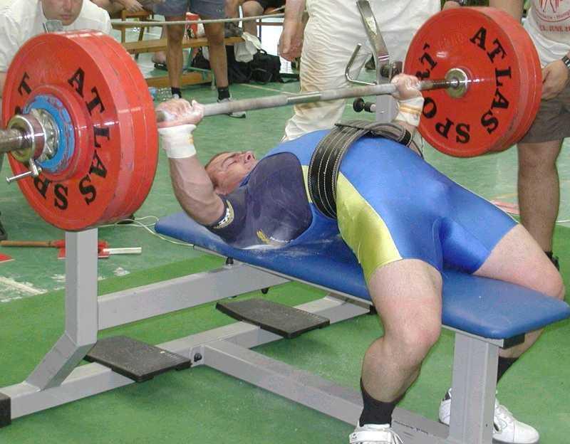 Жим штанги лежа: как правильно делать и какие мышцы работают