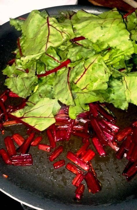 Свекольная ботва в суп вместе с листьями