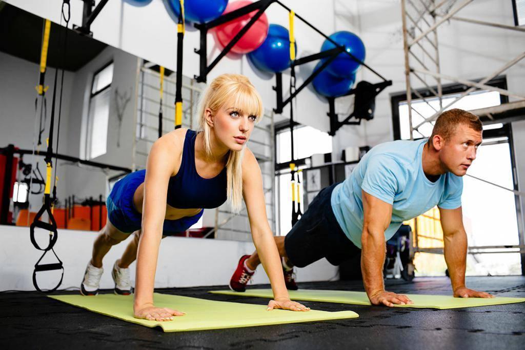 Примеры круговых тренировок в тренажерном зале для женщин и мужчин