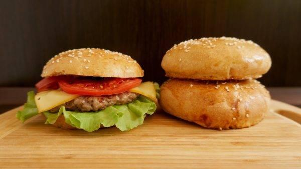 Полезный бургер на булочке без муки. бургеры пп – миф или реальность