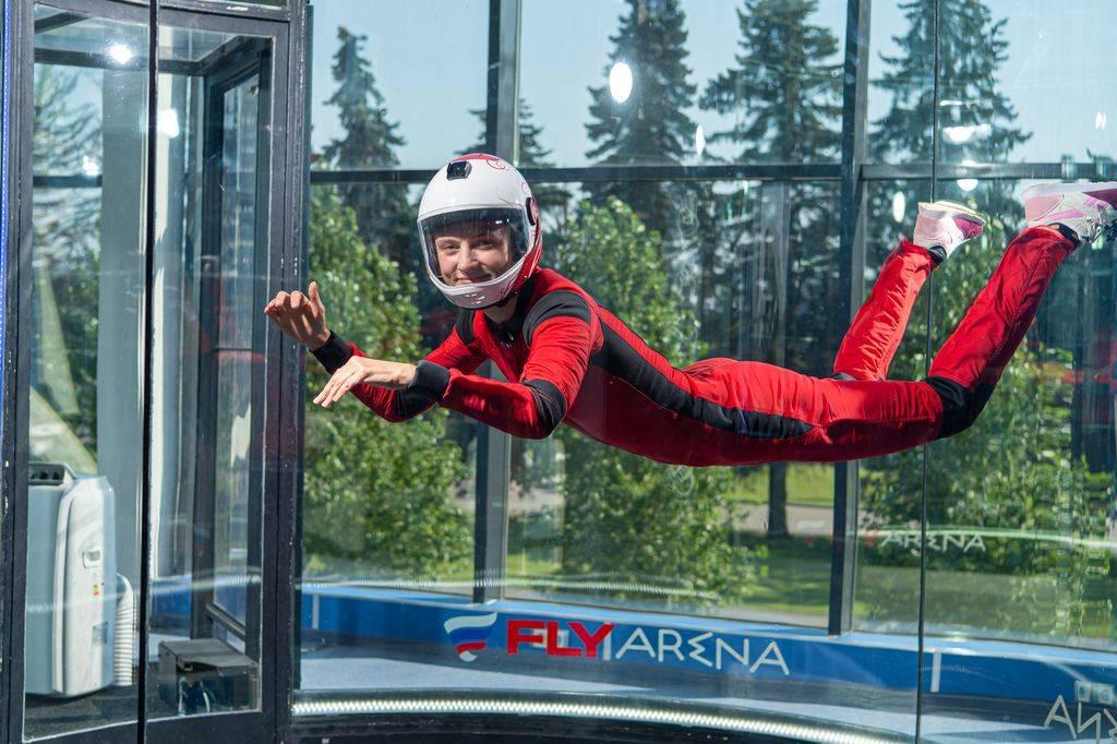 Полет в аэродинамической трубе как тренажер и аттракцион