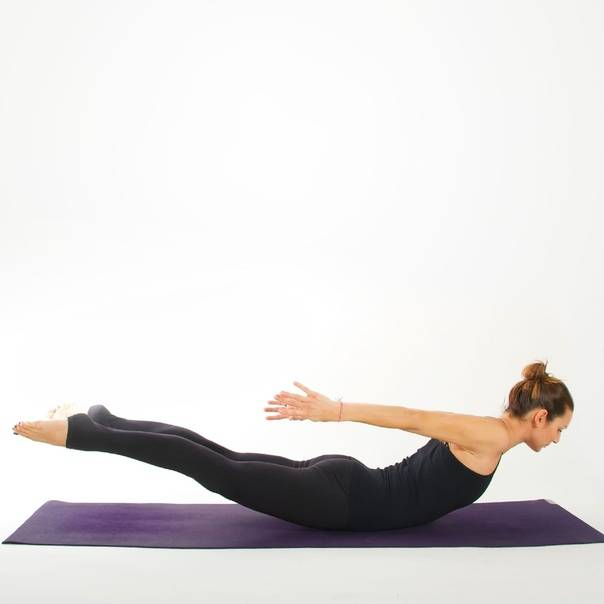 Упражнение ласточка – простой и эффективный гимнастический элемент для укрепления спины и мышц всего тела