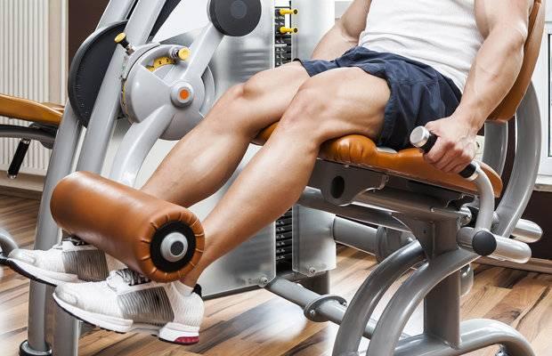 Сгибания ног лежа для тренировки бицепса бедра