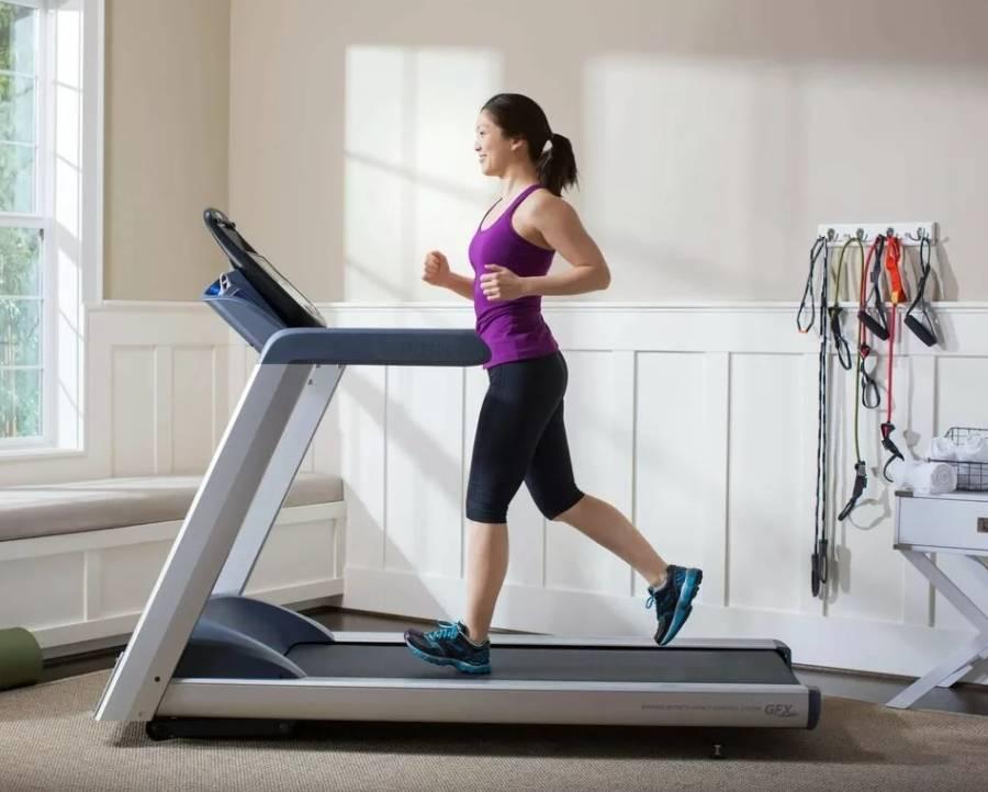 Как правильно бегать на беговой дорожке | школа бега run studio